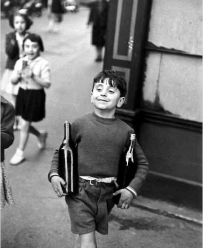 Henri Cartier-Bresson – Rue Mouffetard, Paris (1954)